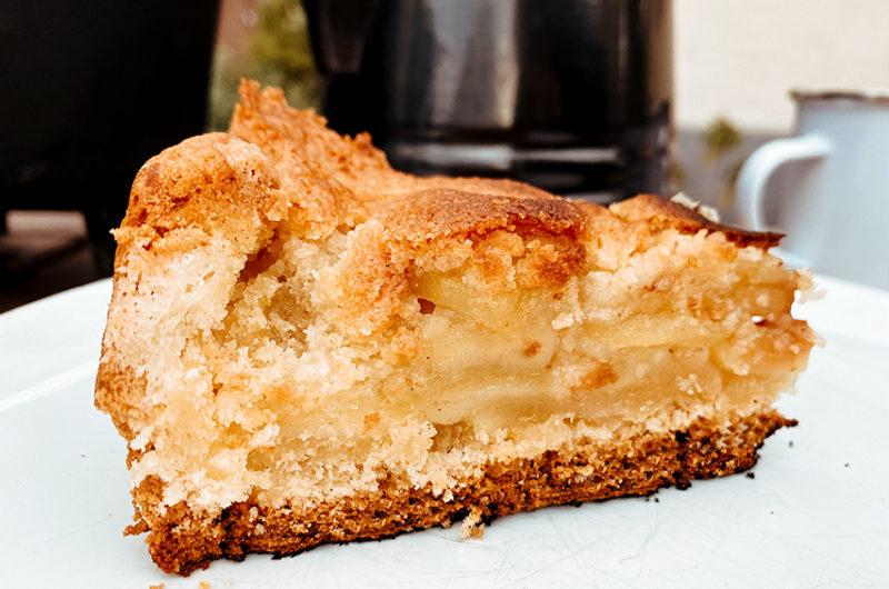 Veganer Apfelkuchen mit Streuseln aus dem Dutch Oven